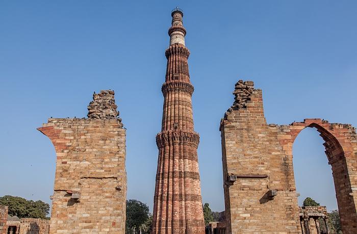 New Delhi: Qutb-Komplex - Qutb Minar,  Quwwat-ul-Islam-Moschee