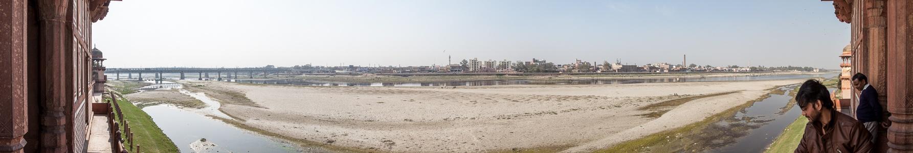 Agra Blick vom Itimad-ud-Daula-Mausoleum: Yamuna Ambedkar Bridge