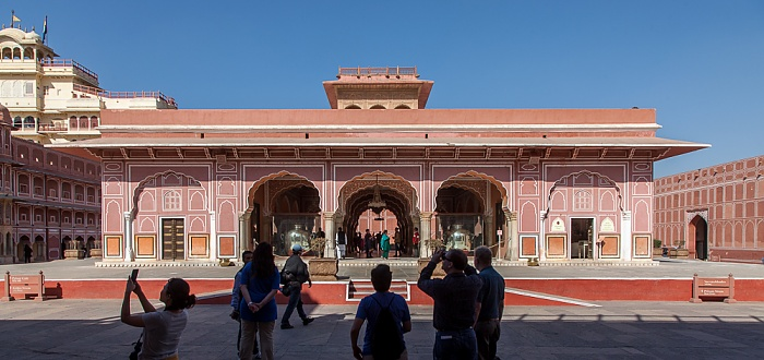 Jaipur City Palace: Sarvatobhadra Chowk mit Diwan-i-Khas (private Audienzhalle)
