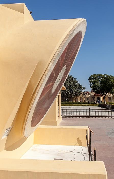 Jaipur Jantar Mantar: Nadi Valaya Yantra (Äquatoriale Doppelsonnenuhr)