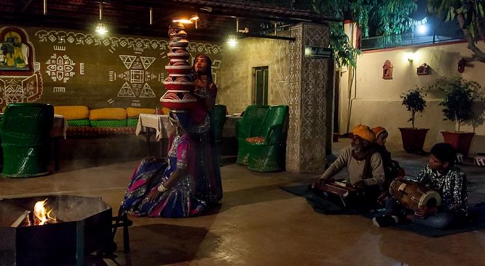 Jaipur Restaurant Indiana: Traditionelle Tanzvorführung