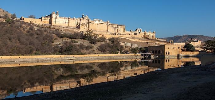 Jaipur Amber Fort, Maota Lake