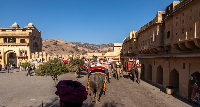 Jaipur Amber Fort: Erster Innenhof - Elefanten