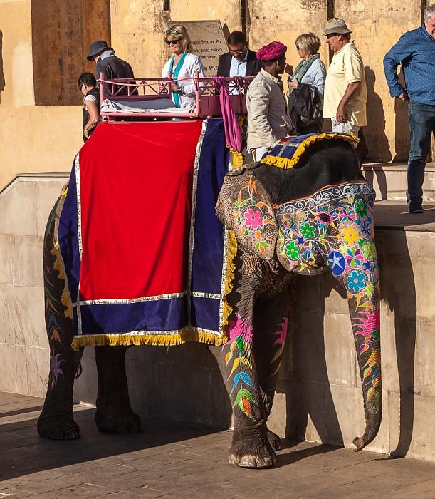 Jaipur Amber Fort: Erster Innenhof - Elefant