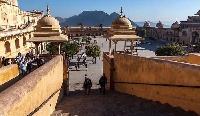 Jaipur Amber Fort: Treppe zum ersten Innenhof