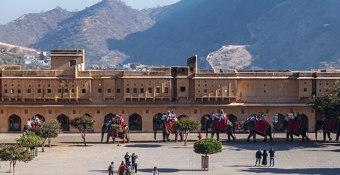 Jaipur Amber Fort: Erster Innenhof mit Elefanten