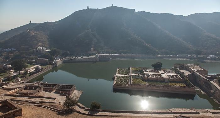 Jaipur Blick vom Amber Fort: Maota Lake mit Kesar Kyari Bagh