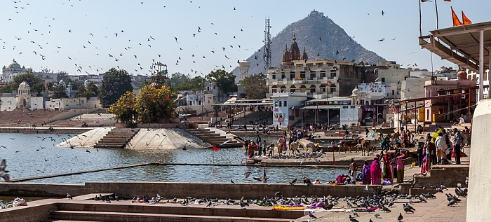 Pushkar Lake, Ghats