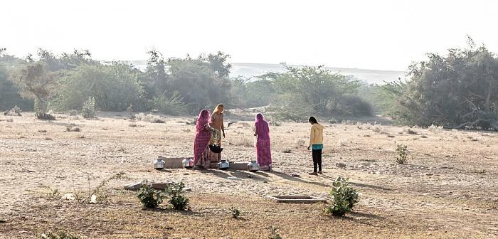 Khuri Wüste Thar (Desert National Park): Frauen am Brunnen