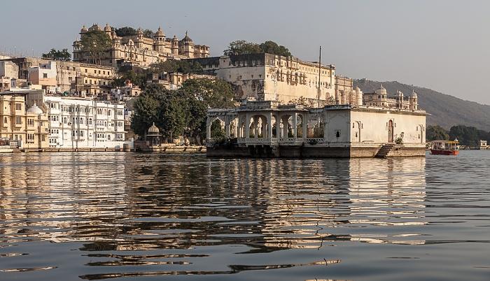 Udaipur Lake Pichola City Palace Mohan Mandir