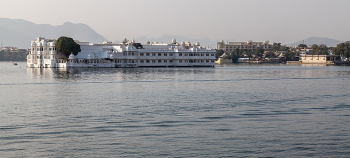 Udaipur Lake Pichola, Lake Palace (Jag Niwas) Oberoi Udaivilas Hotel