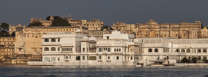 Udaipur Lake Pichola, Lake Palace (Jag Niwas) City Palace