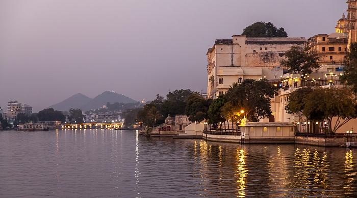 Udaipur Lake Pichola Chand Pole Puliya City Palace