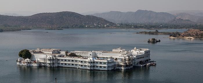Udaipur Blick vom City Palace: Lake Pichola mit dem Lake Palace