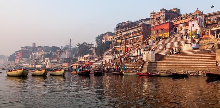 Varanasi Ganges, Ghats: Vijayanagaram Ghat (links) und Kedar Ghat Hanuman Ghat Harish Chandra Ghat Lali Ghat Prachin Hanuman Ghat