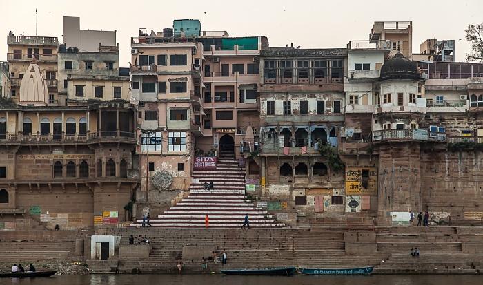 Varanasi Ganges, Ghats