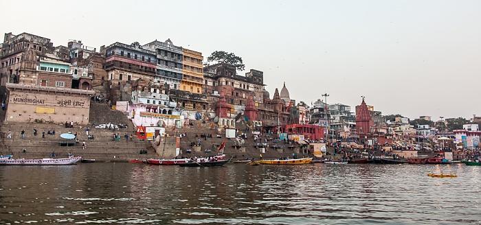 Varanasi Ganges, Ghats (v.l.): Munshi Ghat, Ahilya Bai Ghat, Prayaga Ghat und Dashashwamedh Ghat