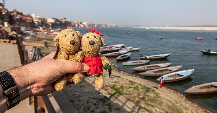 Varanasi Ghats: Teddy und Teddine Ganges