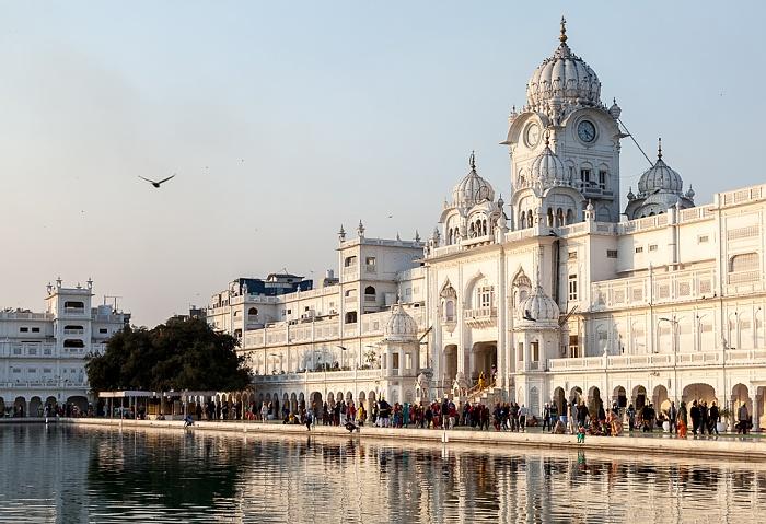 Amritsar Golden Temple Complex: Amrit Sarovar (Wasserbecken),  Darshani Darwaza