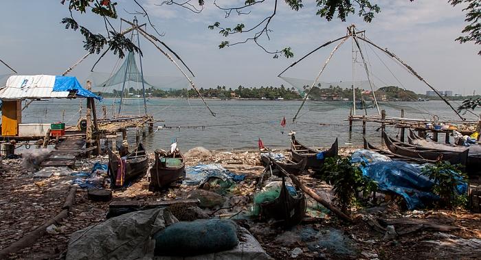 Fort Kochi: Fischerboote, Chinesische Fischernetze Vembanad Lake Vypin