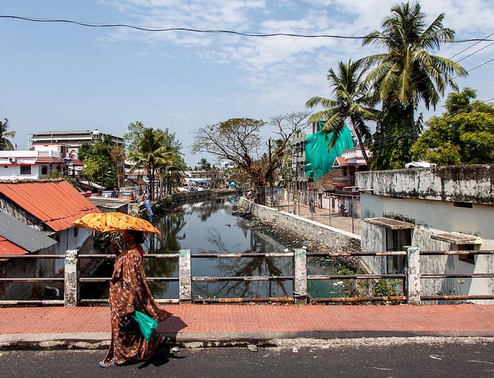Kochi Mattancherry: Pullupalam Road / Eraveli Canal