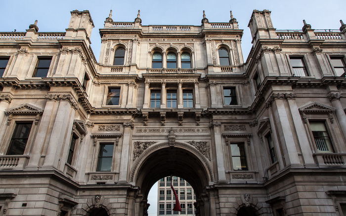 Mayfair: Burlington House (Royal Academy) - Innenhof London