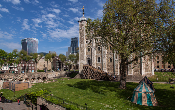 Tower of London: Innermost Ward, White Tower 20 Fenchurch Street Leadenhall Building