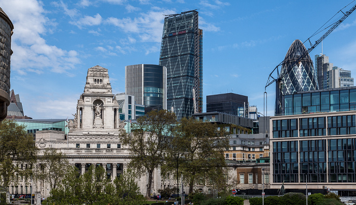 Blick vom Tower of London: 10 Trinity Square 30 St Mary Axe Leadenhall Building Willis Building