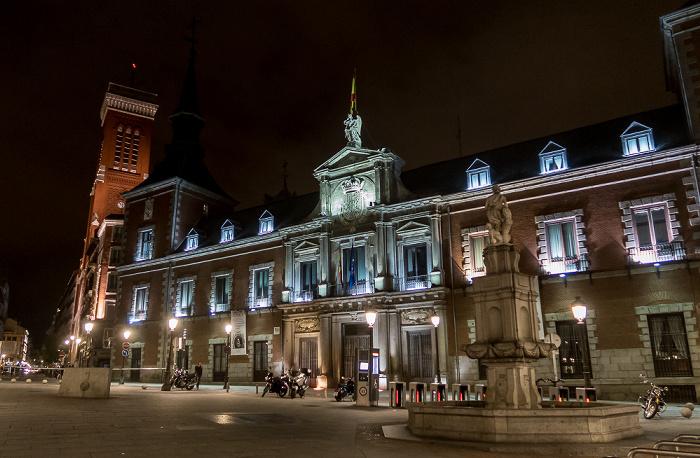 Madrid Plaza de la Provincia: Palacio de Santa Cruz (Ministerio de Asuntos Exteriores y de Cooperación) Fuente de Orfeo Iglesia de la Santa Cruz