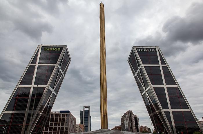 Madrid Plaza de Castilla: Puerta de Europa (Torres KIO) Cuatro Torres Business Area Obelisco de la Caja