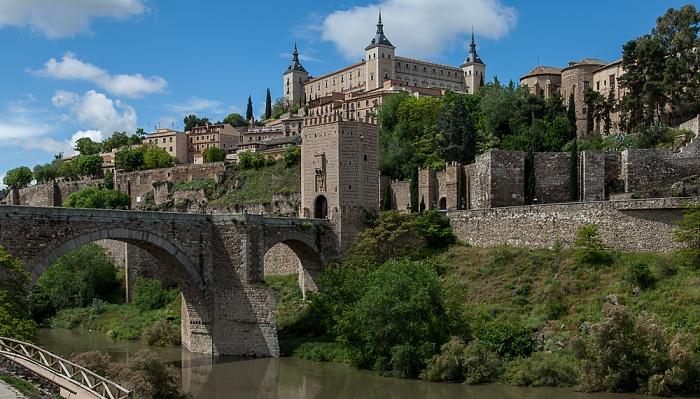 Puente de Alcántara, Puerta de Alcántara, Puerta de Doce Cantos, Centro Histórico mit dem Alcázar de Toledo Toledo 2016