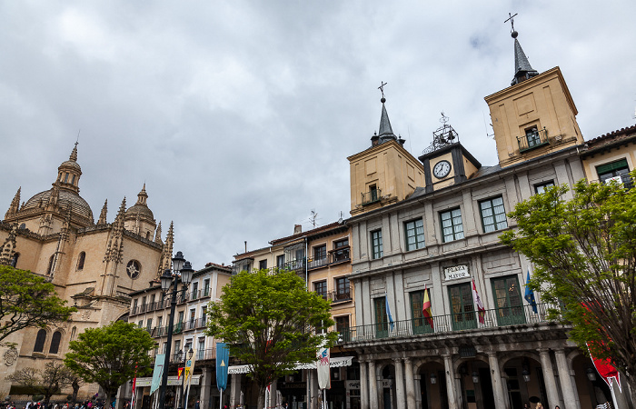Centro Histórico: Plaza Mayor - Ayuntamiento de Segovia Segovia 2016