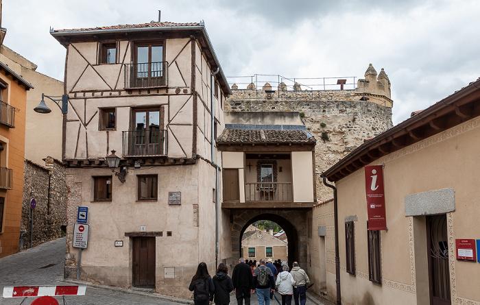 Centro Histórico: Calle de San Valentín - Puerta de San Andrés Segovia 2016