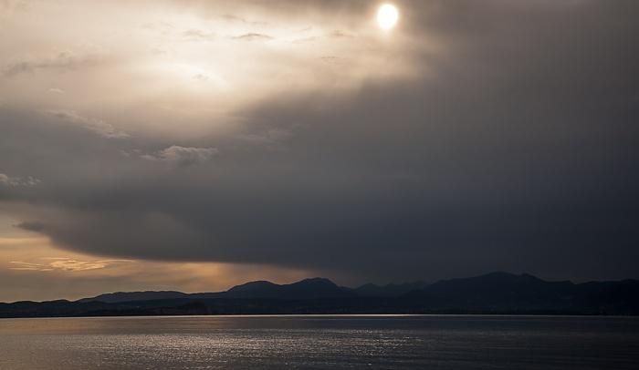 Bardolino Regenfront über dem Gardasee