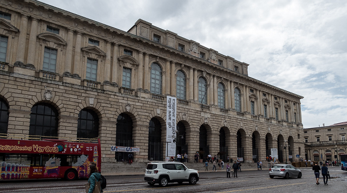 Centro Storico (Altstadt): Piazza Bra - Palazzo della Gran Guardia Verona