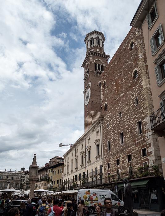 Centro Storico (Altstadt): Piazza delle Erbe - Torre dei Lamberti Verona