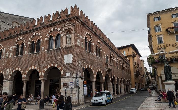 Centro Storico (Altstadt): Piazza delle Erbe - Domus Mercantorium Verona