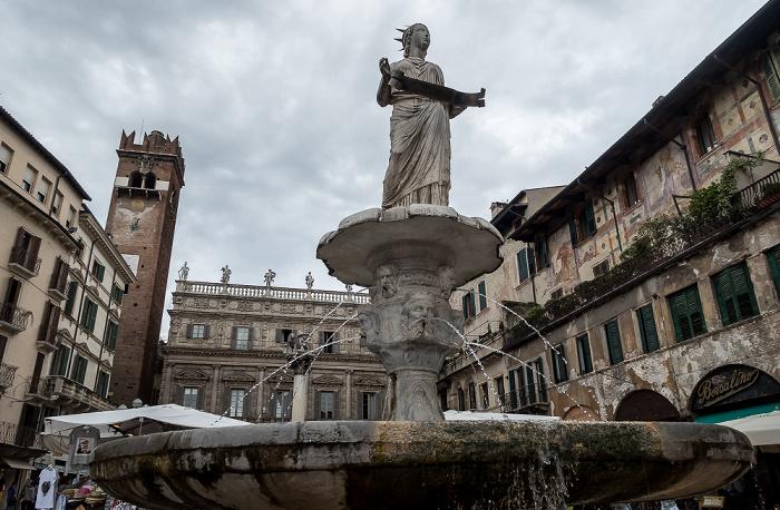 Centro Storico (Altstadt): Piazza delle Erbe - Fontana di Madonna Verona Verona