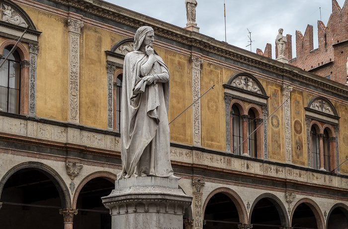 Centro Storico (Altstadt): Piazza dei Signori - Dante-Denkmal Verona