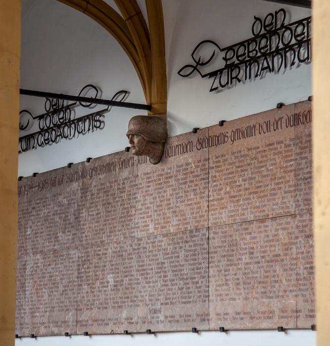 Amberg Altstadt: Rathaus - Kriegerdenkmal