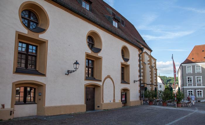 Amberg Altstadt: Schrannenplatz - Stadttheater (ehem. Franziskanerkloster)