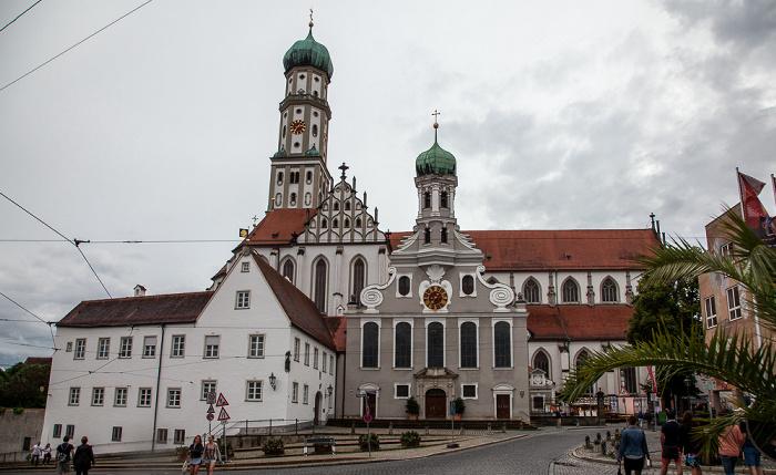 Augsburg Ulrichsplatz: Evangelische St. Ulrichskirche (vorne) und Basilika St. Ulrich und Afra