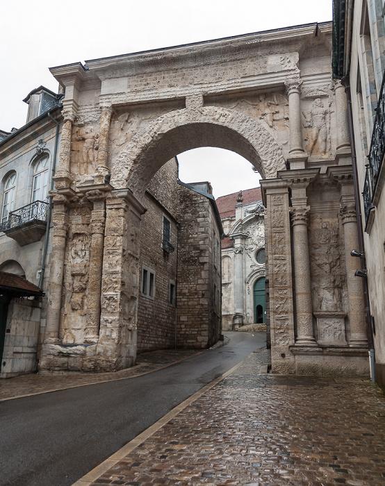 Besançon La Boucle: Rue de la Convention mit Porte Noire Cathédrale Saint-Jean de Besançon