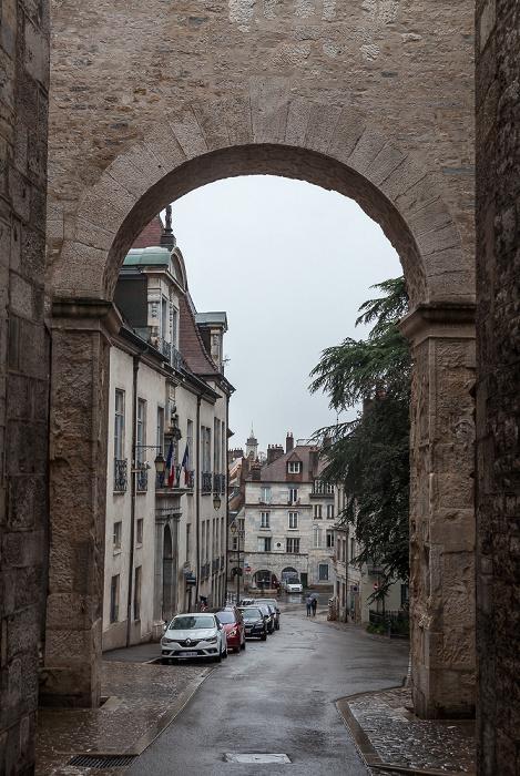 Besançon La Boucle: Rue de la Convention mit Porte Noire Grande Rue