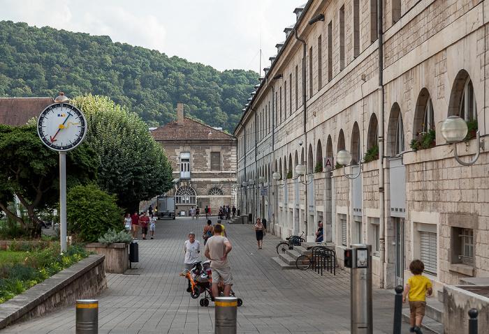 La Boucle: Esplanade des droits de l'homme mit dem Mairie de Besançon