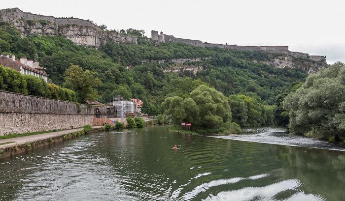 Besançon Doubs mit den Îles des Grands Bouez Citadelle de Besançon
