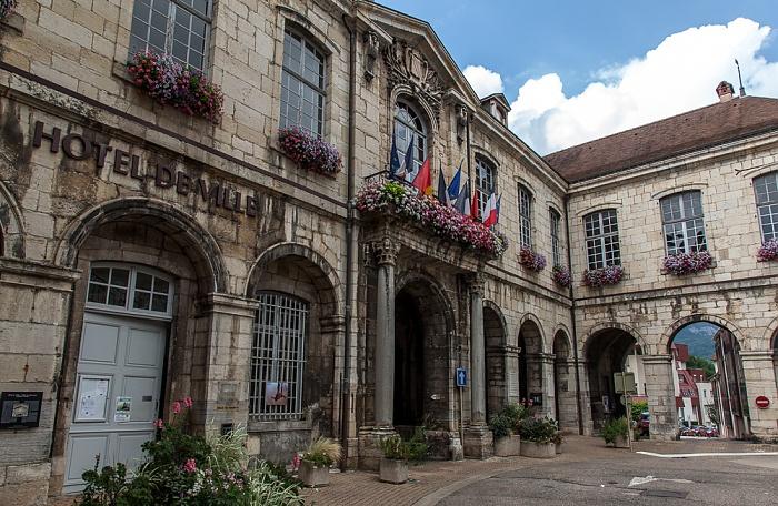 Salins-les-Bains Place des Alliés et de la Résistance: Hôtel de Ville