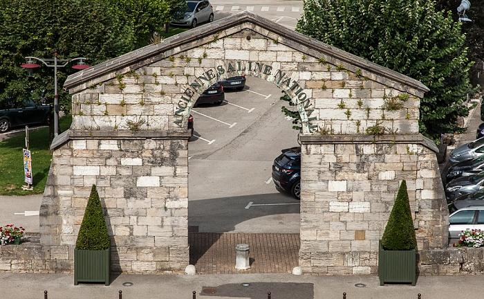 Blick aus dem Hôtel des Deux Forts: Eingangstor der Salines de Salins-les-Bains