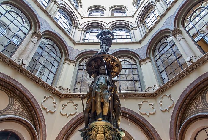 Palais Ferstel: Basarhof - Donaunixenbrunnen Wien