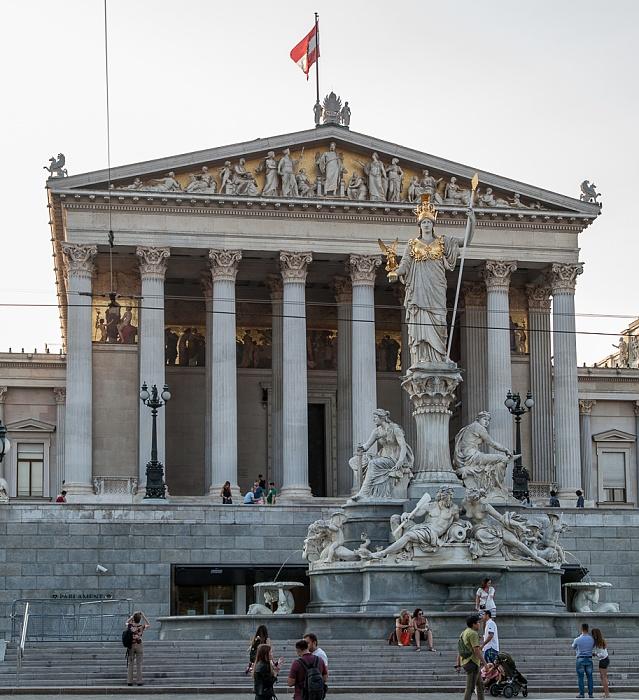Innere Stadt: Wiener Ringstraße (Dr.-Karl-Renner-Ring) - Pallas-Athene-Brunnen und Parlamentsgebäude Wien 2016